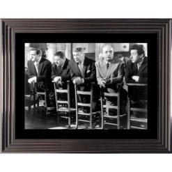 Affiche encadrée Noir et Blanc: Les Tontons Flingueurs - Scène à l'église - 50x70 cm (Cadre Glascow)