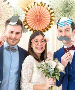 Découvrez ce kit de 20 accessoires pour prendre des photos uniques et déjantées durant votre soirée de mariage !