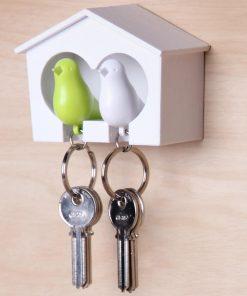Cet accroche-clés cabane à oiseaux duo vous permettra d'accrocher deux trousseaux sur les deux porte-clefs oiseaux de couleur