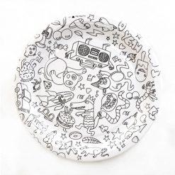 C'est l'heure du goûter avec ces 8 assiettes en carton à colorier... ou pas ! Elles sont bien rigolotes telles quelles aussi