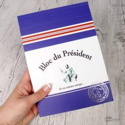 Ce bloc de 70 pages sera parfait pour tous les passionnés de politique ! Voilà un cadeau qui ne manque pas d'originalité ! Carnet rempli d'humour !