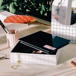Plongez dans vos accessoiresBoîte élégante et intemporelleIdéal pour les coquettes
