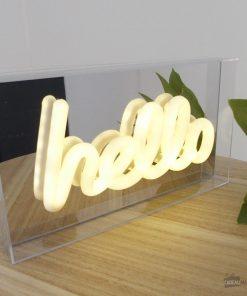 Cette boîte lumineuse sera parfaite pour décorer votre hall d'entrée avec classe. Fonctionne avec 2 piles AA non incluses.