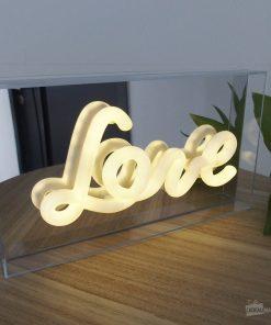 Cette boîte lumineuse sera parfaite pour décorer votre chambre avec une belle décoration romantique. Fonctionne avec 2 piles AA non incluses.