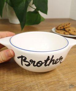 Ce bol breton en céramique sera un cadeau idéal pour un frère exceptionnel ! Voilà de quoi boire sa boisson préférée chaque matin dans un bol unique !