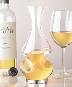 Cette carafe au design élégant et travaillé saura vous séduire ! Cadeau parfait pour les amateurs de vin.