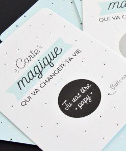 Cette belle carte à gratter magique sera idéale pour annoncer à votre papa ou beau papa qu'il va être papy ! Il suffira de gratter la pastille pour découvrir le message caché dessous !
