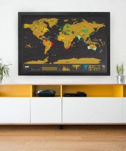 Offrez cette magnifique carte à gratter à une personne qui adore voyager ! Elle pourra gratter chaque pays visité.
