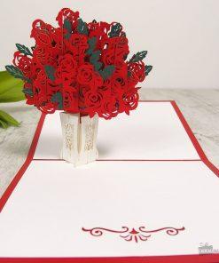 Cette carte pop-up bouquet de roses sera parfaite pour écrire une belle déclaration d'amour à la femme de votre vie !