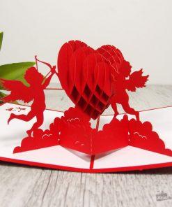Cette carte Cupidons sera parfaite pour écrire de jolis mots d'amour ! Voilà de quoi combler de bonheur votre âme sœur !