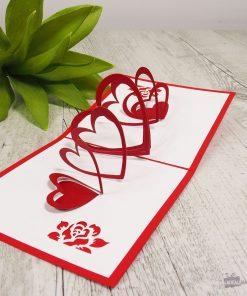 Cette carte Cœurs et Rubans sera idéale pour écrire une merveilleuse lettre d'amour à votre chéri(e) ! Voilà de quoi l'épater !