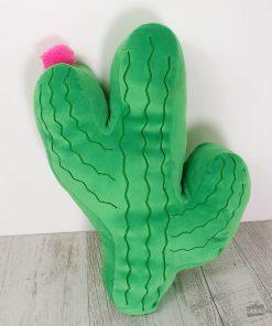 Ce coussin cactus sera idéal pour ajouter de la couleur et du pep's à la pièce. 100% polyester