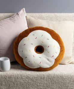 Ce coussin Donut sera parfait pour décorer à merveille votre intérieur en y ajoutant de l'originalité et de la douceur. 2 Coloris au choix.