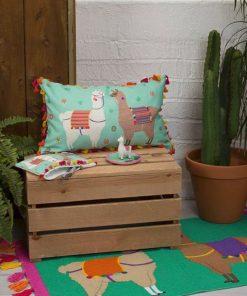 Ajoutez du fun à votre canapé avec ces beaux lamas.