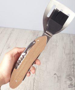 Outil multi-fonction comprenant une spatule