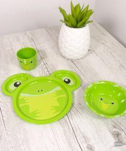 Cet ensemble de couverts grenouille sera parfait pour votre enfant ! Votre petit bout de chou pourra manger comme un grand dans un ensemble de couverts fun !