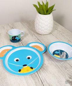Cet ensemble de couverts souris sera très pratique au quotidien pour manger tous les bons petits plats de maman et papa ! Voilà de quoi ajouter une touche fun à ses repas !