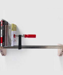 Cette étagère serre-joint sera parfaite pour disposer vos livres avec classe et originalité ! Si vous avez un style industriel comme décoration d'intérieur