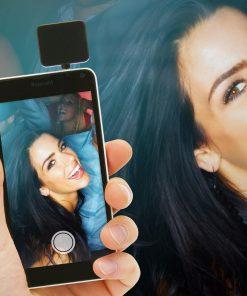 Ne ratez aucunes photo avec ce flash à positionner sur votre smartphone.