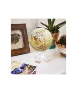 Un globe chic et original qui tourne sur lui même.