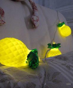 Apportez une touche tropicale à votre intérieur grâce à cette guirlande lumineuse ananas.