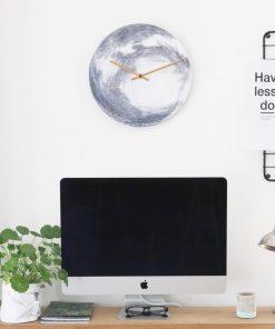 Cette horloge murale lune sera parfaite pour sublimer votre intérieur ! A défaut d'éclairer
