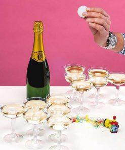 Amusez-vous en soirée au jeu cham'pong entre amis ou en famille ! 12 verres de champagne en plastique et 2 balles de ping pong