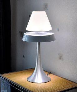 Cette lampe sera parfait pour décorer votre intérieur. Le fait qu'elle soit en lévitation vous fascinera !