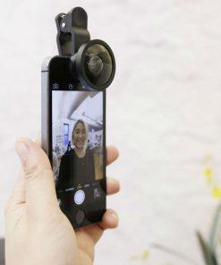 Cet appareil permet de prendre un selfie a plusieurs ! Tout le monde rentrera parfaitement dans le cadre et vous enregistrerez ainsi de beauc souvenirs.