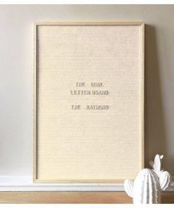 Décorez vos murs de manière fun et vintage avec ce tableau en bois et feutrine fabriqué en France. Dispose de 310 lettres de couleurs blanches.