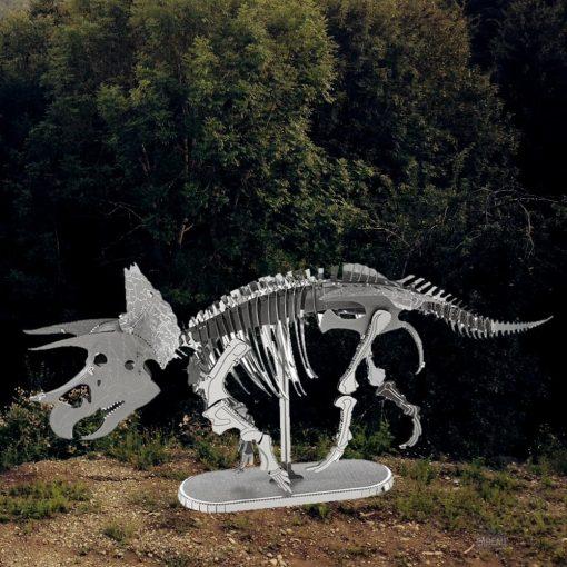 Revivez l'ère du crétacé grâce à ce squelette de dinosaure à assembler. Tout en métal