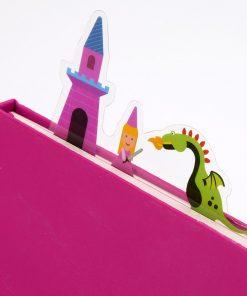 Offrez un super marque-page princesse et dragon à une merveilleuse petite princesse qui adore lire des livres avant de s'endormir. Voilà de quoi connaître l'endroit où elle s'est arrêtée rapidement le lendemain.