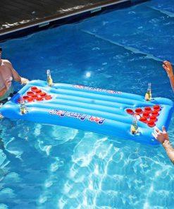 Flâner l'après-midi sur votre matelas dans votre piscine