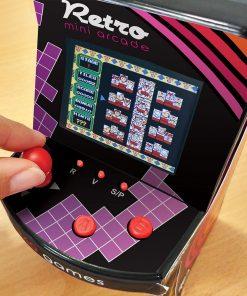 240 jeux dans une seule mini console Parfait pour les adeptes de jeu d'arcade Représentation d'une borne d'arcade ! Fonctionne avec des piles