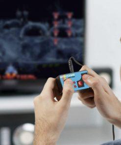 Vous voilà partis pour une course folle aux jeux vidéo ! Cette manette vous transportera dans l'univers numérique des geeks.