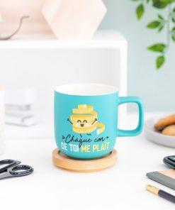 """Ce mug """"Chaque centimètre de toi me plaît"""" sera idéal pour combler de bonheur votre chéri(e) ! Voilà de quoi lui faire plaisir avec une tasse remplie d'amour."""