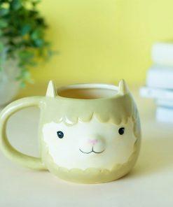 Cette tasse lama en céramique de 480 ml sera idéale pour boire un bon thé