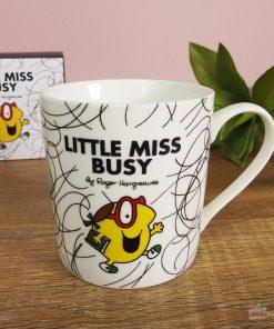 Buvez une bonne boisson chaude dans un joli mug madame boulot en porcelaine !