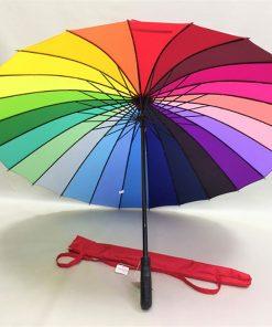 Ce parapluie arc-en-ciel sera parfait pour ajouter un brin de joie et de positivisme à votre vie en cas de temps pluvieux !