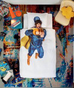 Cette parure de lit 100% coton pour lit simple sera parfait pour exhausser le souhait de votre petit garçon ! Voilà de quoi lui permettre de s'endormir en étant un véritable super-héros qui veille à la sécurité du monde !