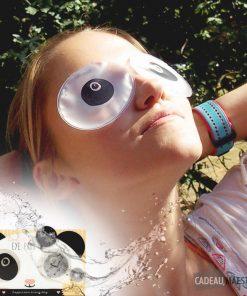 2 patchs oculaires frais pour vous détendre et apaiser vos yeux.