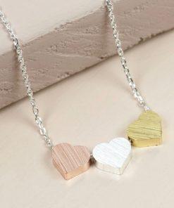Ce collier 3 cœurs sera parfait pour combler de bonheur une superbe amie