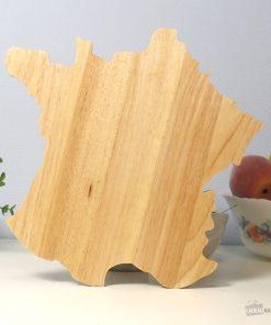 Un plateau en forme de France pour découper vos fromages sur leur pays d'origine.