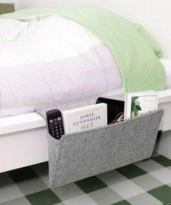 Rangez tous vos accessoires dans cette pochette de rangement grand format qui s'adapte à tous les canapés et les lits ! Tout sera dedans !