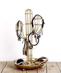 Ce porte-bijoux cactus doré en métal sera idéal pour poser vos bijoux préférés !
