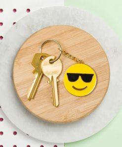 Ce porte-clés smiley avec ses lunettes à la James Bond est au top de la tendance !