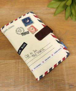 Ce portefeuille de voyage sera parfait pour ranger papiers et documents avec classe ! Voilà de quoi rien oublier avant de partir en déplacement !