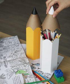 Ce pot à crayons conviendra à tous les petits et grands enfants pour ranger leurs feutres