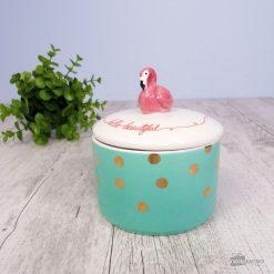 Cette merveilleuse boîte en porcelaine sera parfaite pour y glisser des bijoux ou des bonbons à l'intérieur ! Le flamant rose veillera personnellement à les protéger.