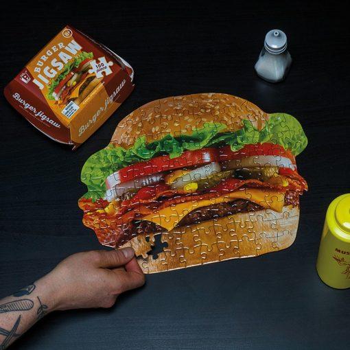 Aidez votre régime avec ce puzzle 100 pièces qui vous fera apprécier un délicieux burger.... uniquement avec les yeux !